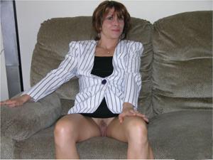 Женские попки под юбкой - фото #82