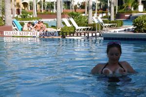 Беременная баба страстно сосет член мужа на курорте - фото #12