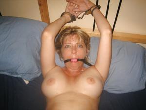 Стройная женушка берет в рот у мужа на домашнюю фотокамеру - фото #10
