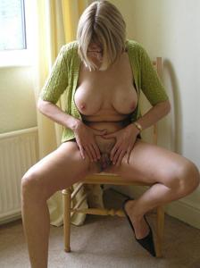 Классные гениталии блондинки - фото #4