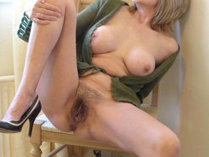 Классные гениталии блондинки - фото #5