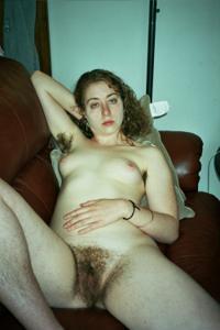 Молодая небритая баба - фото #14
