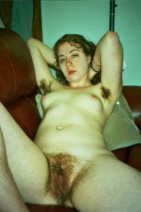 Молодая небритая баба - фото #8