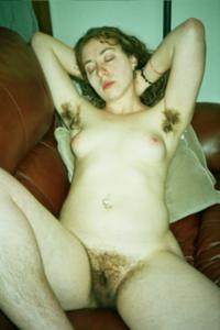 Молодая небритая баба - фото #9