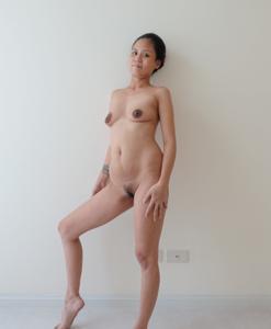 Азиатка с черными сосками - фото #17