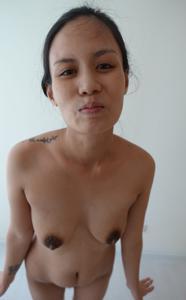 Азиатка с черными сосками - фото #19