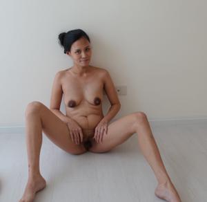 Азиатка с черными сосками - фото #26