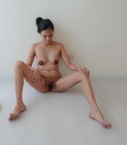 Азиатка с черными сосками - фото #27