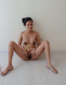 Азиатка с черными сосками - фото #29