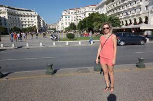 Длинноногая блондинка на пляже и не только - фото #1