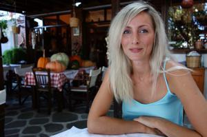Длинноногая блондинка на пляже и не только - фото #31