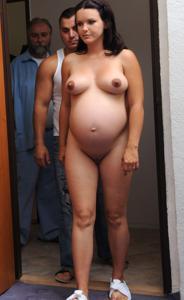 Гинеколог осматривает беременную девушку - фото #5