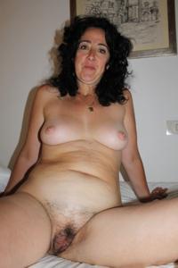 Жена голая в нашей спальне