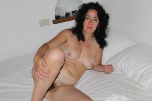 Жена голая в нашей спальне - фото #4