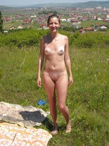 Отдыхает голая на загородном пикнике - фото #2