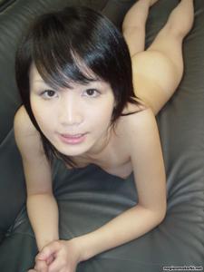 Азиатка сосет член - фото #11