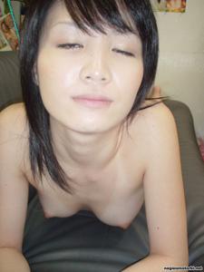 Азиатка сосет член - фото #27