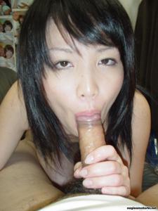 Азиатка сосет член - фото #28