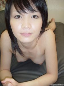 Азиатка сосет член - фото #30