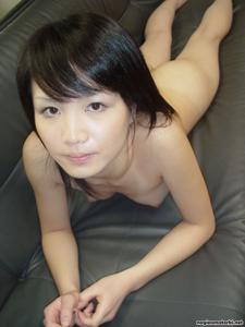 Азиатка сосет член - фото #9