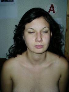 Молодая похотливая брюнеточка - фото #16