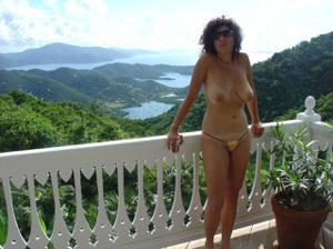 Интимные фоточки зрелой женщины с моря - фото #1