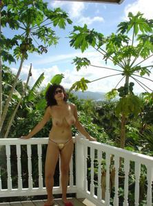 Интимные фоточки зрелой женщины с моря - фото #11