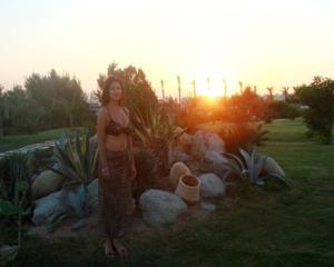 Интимные фоточки зрелой женщины с моря - фото #12