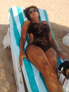 Интимные фоточки зрелой женщины с моря - фото #22
