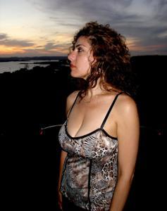 Интимные фоточки зрелой женщины с моря - фото #24