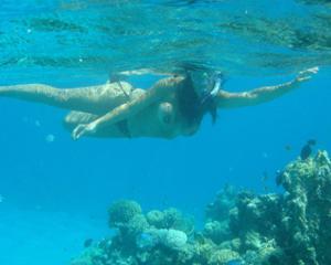 Интимные фоточки зрелой женщины с моря - фото #31