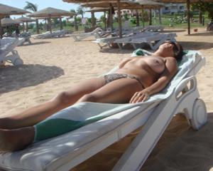 Интимные фоточки зрелой женщины с моря - фото #39