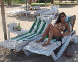 Интимные фоточки зрелой женщины с моря - фото #47