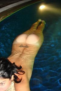 Интимные фоточки зрелой женщины с моря - фото #52