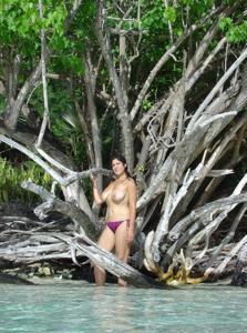 Интимные фоточки зрелой женщины с моря - фото #7