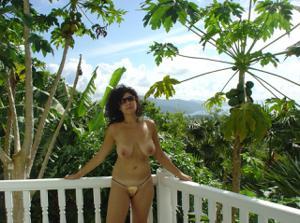 Интимные фоточки зрелой женщины с моря - фото #8