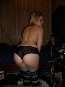 Блондинка эмо сосет и далет лизать - фото #19