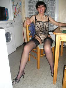 Прикольная худая милфа затейница - фото #85