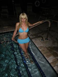 Возбуждающая блондинка с прелестной грудью - фото #12