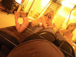 Возбуждающая блондинка с прелестной грудью - фото #22