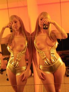 Возбуждающая блондинка с прелестной грудью - фото #36