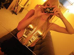 Возбуждающая блондинка с прелестной грудью - фото #53