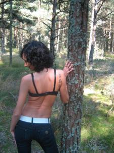 Брюнетка с плоской грудью - фото #17