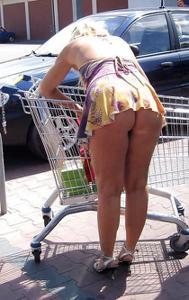 Случайно увиденное под юбкой - фото #20