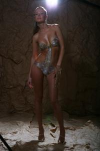 Снимки с красивой моделью, которая позирует в сексуальном белье - фото #1