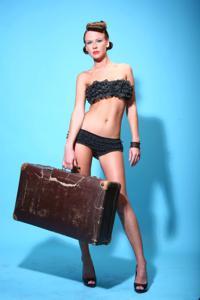 Снимки с красивой моделью, которая позирует в сексуальном белье - фото #11
