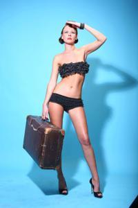 Снимки с красивой моделью, которая позирует в сексуальном белье - фото #12