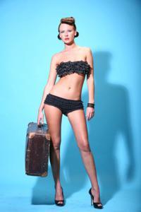 Снимки с красивой моделью, которая позирует в сексуальном белье - фото #13