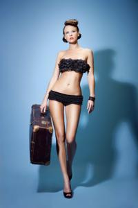 Снимки с красивой моделью, которая позирует в сексуальном белье - фото #22