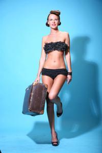 Снимки с красивой моделью, которая позирует в сексуальном белье - фото #27